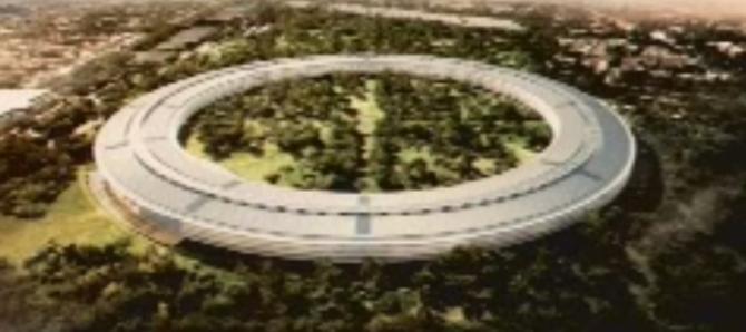 Steve Jobs představuje nový Apple areál - (video)